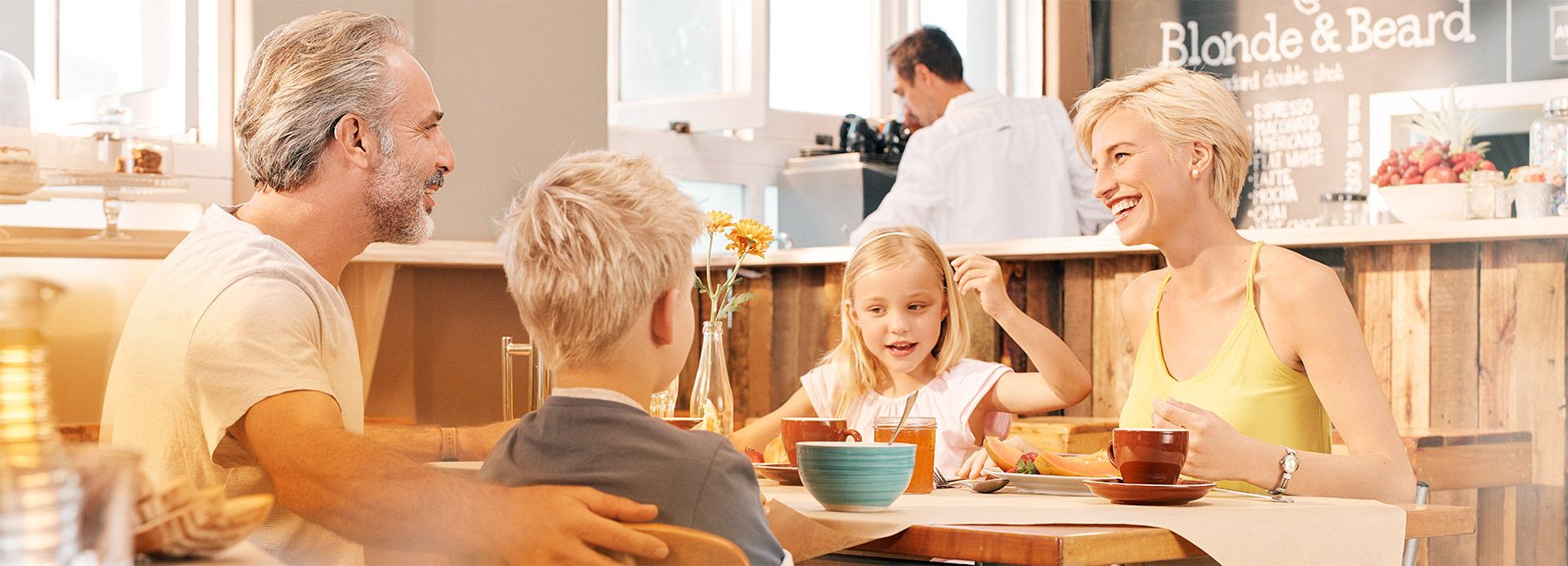 primax-situation-1_family-breakfast_1800x650px